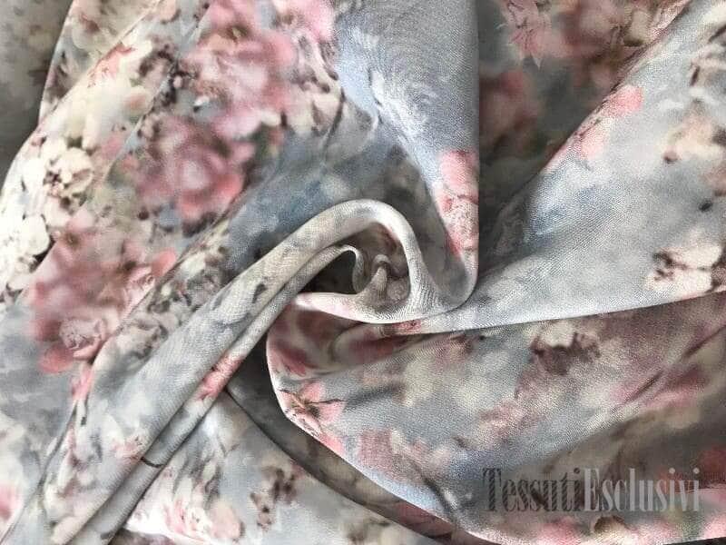 Шелк дымчатый с цветами