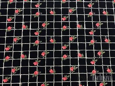 Вискоза плательная плотная клетка с розами