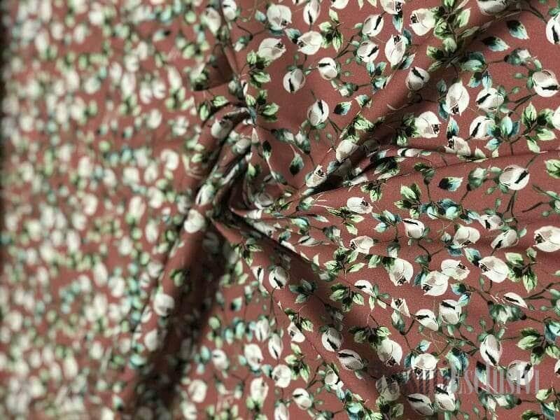 Шелк-креп в цветочек пыльно-брусничный