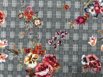 Вискоза плательная серая в клетку с букетами цветов