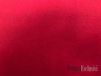 Пальтовая шерсть красного цвета