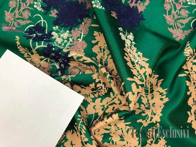 Жаккард  в стиле Gucci зеленый с принтом и вышивкой