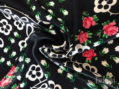 Шелк черный с розами и мелкими цветами