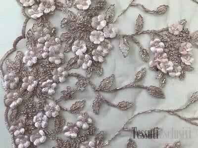 Сетка  3D пудровая с вышивкой жемчугом и цветами