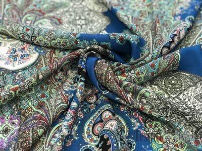Шёлк пейсли синий с цветами
